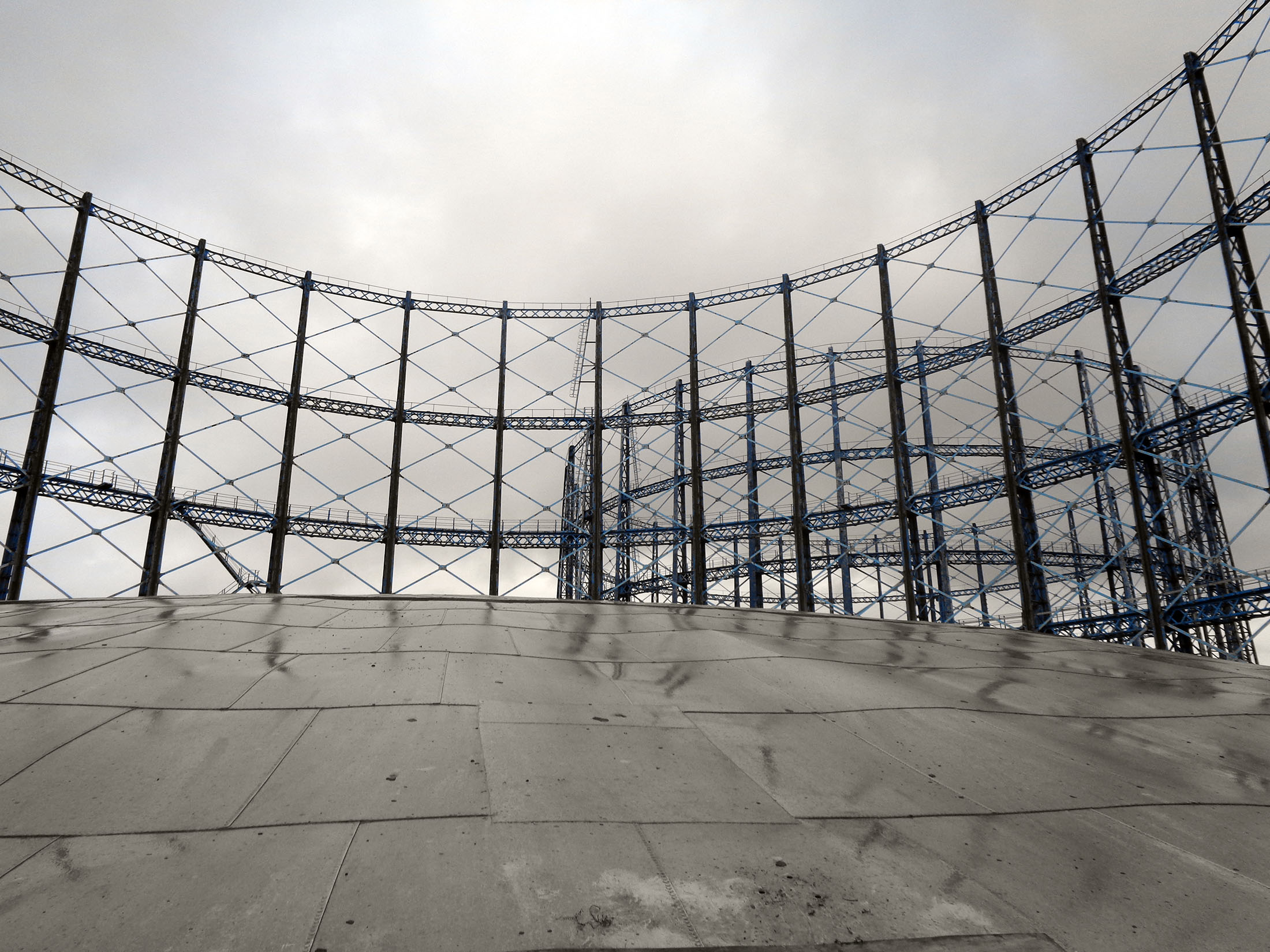 Gas holder with frame